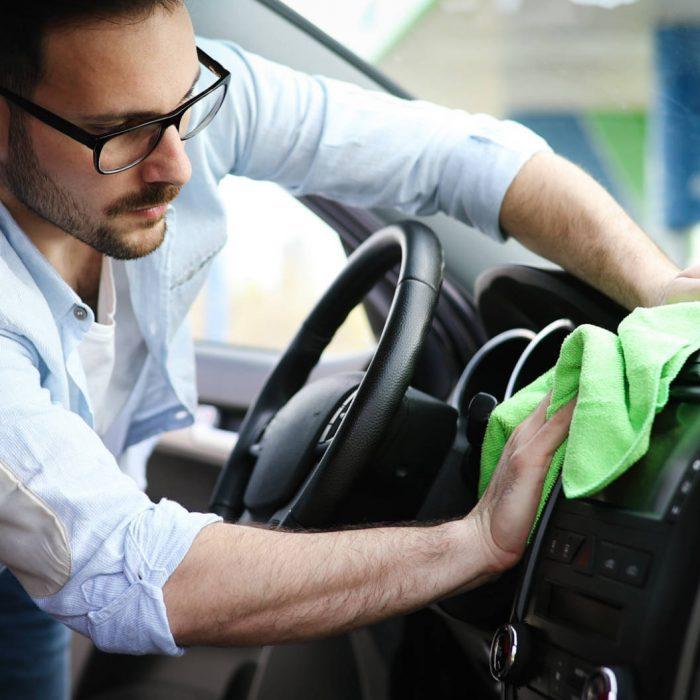 person-cleaning-car-with-microfiber-clot-and-maint-354MWYG-osiipsp5qtubwuex4sg65uccv2h2mpyltv152biyjc